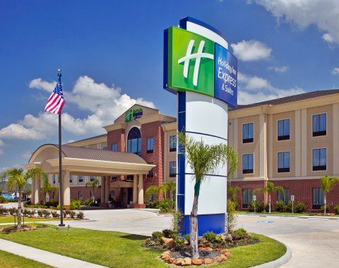 Exterior photo of Holiday Inn Express
